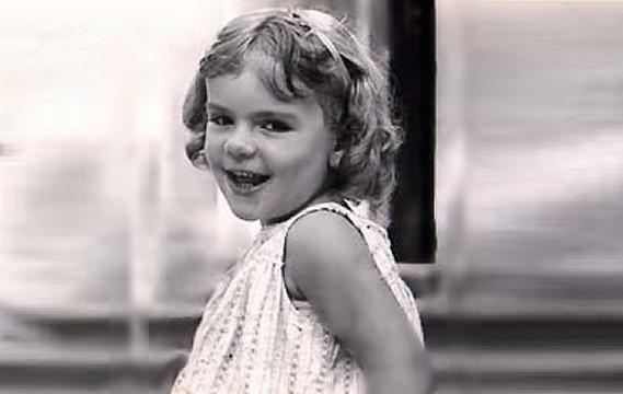 Cantante amatissima qui è una bambina con lo sguardo birichino, la riconosci?